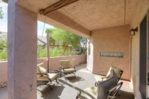 Covered Back Patio, Pull down sunshade, block wall